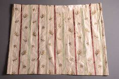Tweedelige japon bestaande uit manteau en tablier (ca. 1785) Zijde; kant.  Inventarisnummer 25955/001-002