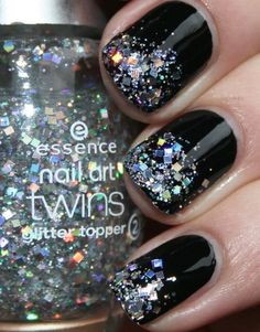 Black nails with sparkles
