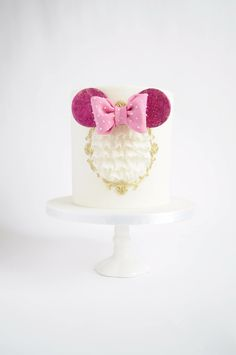 Polka dots, ruffles and bow. And cake, too! All these things bring us happy thoughts and remind us of a happy place (to which ironically, never been :P) Cheers to a beautiful day! -Mademoiselle Vanilla
