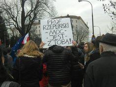 'Błogosławione prącie jego i RP bananowa', czyli oryginalne hasła na manifestacjach KOD [ZDJĘCIA]