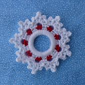 Peppermint Snowflake Ring Ornament is the (and last) in my 2012 Ring Orname … - Christmas IdeasHang this Crochet Shining Star Ornament up high or make a whole sky full of stars with one of the sweetest crochet Christmas crafts you'll find this year Crochet Christmas Wreath, Crochet Wreath, Crochet Christmas Decorations, Crochet Ornaments, Crochet Decoration, Holiday Crochet, Christmas Knitting, Diy Christmas Ornaments, Crochet Gifts