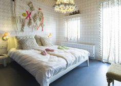 Room 33: Knitting by Caroline Evers