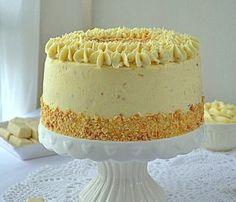 Tort dwa michały, tort michałkowy, tort z michałkami, krem michałkowy jasny, krem michałkowy klasyczny, biszkopt genueński, orzeszki ziemne, konfitura Vanilla Cake, Food And Drink, Cooking Recipes, Make It Yourself, Ethnic Recipes, Holidays, Carrot Cake, Sprinkle Cakes, Birthday Cakes