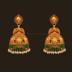 Gold Jhumka Earrings, Gold Earrings Designs, Antique Earrings, Jhumka Designs, Jewellery Designs, Antique Jewelry, Gold Temple Jewellery, Gold Jewelry Simple, Jewelry Patterns