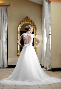 Open back bow wedding dress