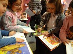Colegio Villar y Macías. 3º de Educación Infantil (V) Hacer Escuela: El mundo de los cuentos    Fotografías realizadas a los grupos escolares y a los alumnos que han visitado la exposición.