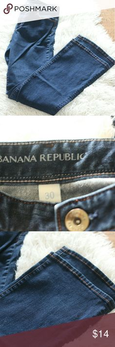 "Banana Republic Wide Leg Jeans Size 30 Dark Wash Banana Republic Jeans.  Size 30.  Dark wash.  Measures 32"" inseam.  Wide leg.  In good, preowned condition with minimal wear. Banana Republic Jeans Flare & Wide Leg"