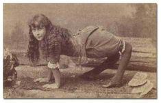 Vintage/Old Scary/Creepy/Weird Side/Freak Show Ella Camel Girl Harper Photo Vintage Circus Photos, Cirque Vintage, Vintage Photographs, Vintage Bizarre, Creepy Vintage, Vintage Horror, American Horror Story, Photo Truquée, Images Terrifiantes