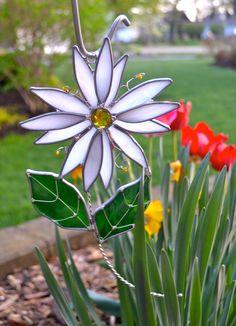 White Daisy Stained Glass Suncatcher by dortdesigns on Etsy https://www.etsy.com/ca/listing/233115021/white-daisy-stained-glass-suncatcher