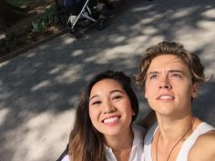 He's so fucking adorable ggcdgigescvjiiiopktesx Cole Sprouse Jughead, Dylan And Cole, Dylan Sprouse, Riverdale Cast, Friend Memes, White Boys, Couple Goals, Persona, It Cast