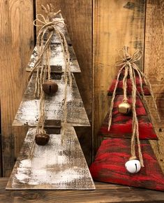 Pallet Christmas Trees Reclaimed Pallet Wood Vintage Etsy Happy New Year Pallet Christmas Tree, Christmas Wood Crafts, Christmas Mantels, Outdoor Christmas, Rustic Christmas, Christmas Projects, Vintage Christmas, Christmas Wreaths, Christmas Crafts