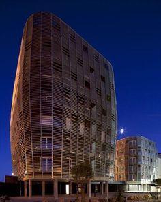 71 Habitações Municipais e Privadas, na França. Projeto do escritório Colboc Franzen & Associés. #arquitetura #arte #art #artlover #design #architecturelover #instagood #instacool #instadesign #instadaily #projetocompartilhar #shareproject #davidguerra #arquiteturadavidguerra #arquiteturaedesign #instabestu #decor #architect #criative #photo #decoracion #madeira #aconchego #wood #cozy #france #colboc #franzen