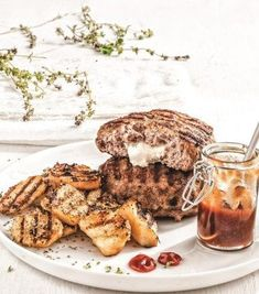 You will love these burgers! They are juicy, spicy and enclose beautifully melting cheese. The perfect pair with cold beer or wine! Gf Recipes, Greek Recipes, Greek Meze, Mince Meat, Melted Cheese, Soul Food, Cooking Time, Food Processor Recipes, Spicy