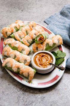Shrimp Spring Rolls, Fresh Spring Rolls, Shrimp Rolls, Italian Appetizers, Yummy Appetizers, Vietnamese Spring Rolls, Salad Rolls, Healthy Snacks, Healthy Recipes