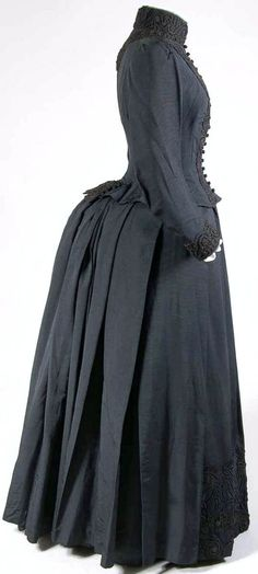 Day dress, French, ca. 1880s. Silk, cotton, passementerie. Mode Museum, Antwerp