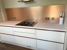 Keep your kitchen looking its very best thanks to our Brushed Copper Metal Contrasting Splashback by Bushboard Options! InStock Now! Copper Splashback Kitchen, Copper Kitchen Accents, Glass Kitchen, Kitchen Backsplash, Splashback Tiles, Backsplash Ideas, Kitchen Themes, Kitchen Colors, Home Decor Kitchen