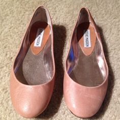 STEVE MADDEN NUDE BALLET FLATS LIKE NEW! Steve Madden nude flats, worn once but too small for me. :( Shoe is size 5.5, and definitely true to size (I wear a 6). Also shoes would fit better on narrow feet as mine are wide. Nude flats to go with any outfit!! Please note: last photo shows slight scuff on back of right shoe but not visible when shoe is on as it is very low near the sole to see. Steve Madden Shoes Flats & Loafers
