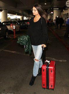 Emily Ratajkowski..... - Celebrity Fashion Trends