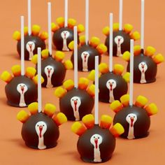 These cute turkey cake pops would be perfect for Thanksgiving!