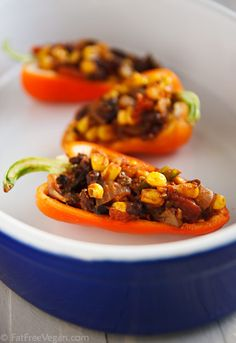 Chili - Stuffed Peppers from Fat Free Vegan! Might try these when my garden peppers are ready. Mexican Food Recipes, New Recipes, Whole Food Recipes, Vegetarian Recipes, Favorite Recipes, Healthy Recipes, Vegetarian Cooking, Dinner Recipes, Vegan Foods