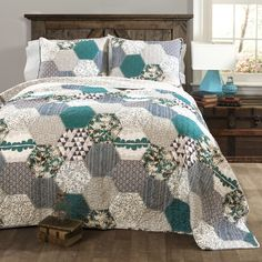 http://www.phomz.com/category/King-Size-Comforter-Set/ Special Edition by Lush Decor Briley 3 Piece Quilt Set I LOVE THIS