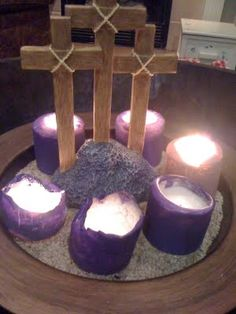 Family At The Foot Of The Cross: Holy Week In Review--- post doesn't cover this craft, but love the idea!