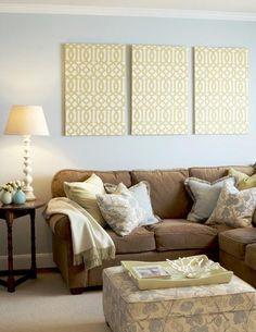 cottage taupe sofa   Um quarto que pode ser também um escritório.
