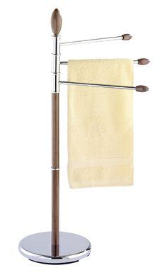 Der Handtuchständer Belingo bietet mit den drei übereinanderliegenden, beweglichen Armen genug Platz zum Aufhängen von Handtüchern. Das Gestell ist aus verchromten Stahl kombiniert mit Elementen aus Holz in Walnussoptik. Gesehen für € 39,99 bei kloundco.de.