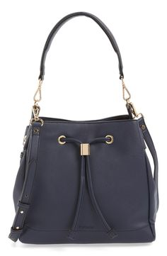 Crushing on this Topshop bucket bag in navy with gold hardware. This minimalist handbag is perfect for on-the-go with its versatile carrying- in hand by the optional top handle or slung over the shoulder with the adjustable strap.