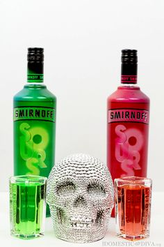 Halloween Cocktails with Smirnoff Sours Cosmo Cocktail, Rum Cocktail Recipes, Vodka Drinks, Bar Drinks, Alcoholic Drinks, Drink Recipes, Alcohol Bottles, Perfume Bottles, Smirnoff Sours