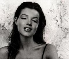 Marilyn Monroe- with her natural brunette. i think she looks even better this way. Amazing.