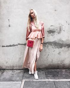 Some call it layering.  Some call it chucking-on-every-pink-item-in-your-closet-and-hoping-it-will-look-good... #streetwear #streetfashion #streetstyle #concretejungle #concrete #urban #fashion #layering #trend #silky #ootd #fblogger #bloggerstyle #blogger #outfit #outfitoftheday #outfitideas #inspo #aw16 #blonde #girl #scandinavian #pink #boho #bohemian #feelgood
