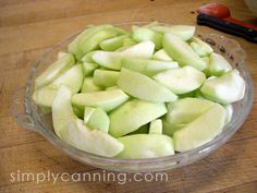 Freezing Apples for Apple Pie freeze in pie pan next day take out of pan and keep frozen pie pan shape, ready to bake from the freezer into pie shell Freezing Apple Pie, Freezing Apples, Canned Apples, Fried Apples, Amish Recipes, Apple Recipes, Meat Recipes, Frozen Fruit, Frozen Banana