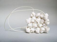 Claire Marfisi bijoux contemporains en céramique