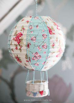 Rislampa blir luftballong - Pysseltips - Make & Create Hot Air Balloon Tape Crafts, Diy Crafts, Room Deco, Papier Diy, Balloon Crafts, Do It Yourself Inspiration, Basket Crafts, Creation Deco, Diy Décoration
