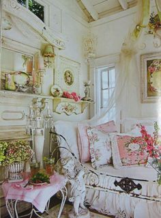 Romantic Homes vintage chic
