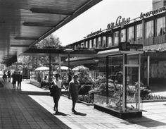 Een hele oude foto van de Lijnbaan Rotterdam, maar wat een pracht zeg!