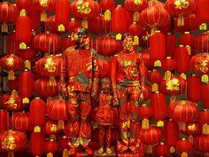 L'homme invisible est de retour à la galerie Paris-Beijing où il avait déjà exposé en avril 2011. L'artiste chinois, Liu Bolin, continue sa série «Hiding in the city», qu'il a commencée en 2005 quand les autorités chinoises ont voulu faire place neuve pour accueillir les JO de 2008. Plusieurs lieux ont alors été détruits, dont l'atelier de l'artiste.