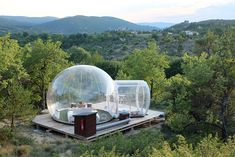 hotel building Unusual Hotel Rooms Offer Thrills and the Experience of a Lifetime Bubble House, Bubble Tent, Provence, Hotels And Resorts, Best Hotels, Cool Hotels, Treehouse Living, Bungalow, Yurts