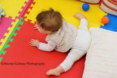 MOTRICITÉ LIBRE: Pourquoi est-elle vitale pour votre enfant, et comment l'adopter? Je Materne Happy Baby, Infant Activities, Good To Know, About Me Blog, Parenting, Nursery, Kids Rugs, Children, Sports