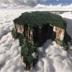 Mount Roraima (Spanish: Monte Roraima [ˈmonte roˈɾaima], also known as Tepuy Roraima and Cerro Roraima; Portuguese: Monte Roraima is the highest of the Pakaraima chain of tepui plateau in South First described by the English explorer Sir Walt Monte Roraima, What A Wonderful World, Beautiful World, Beautiful Places, Amazing Places, Beautiful Scenery, Beautiful Landscapes, Angel Falls Venezuela, Places Around The World