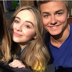 These good friends just chillin' out. Boy Meets World Quotes, Girl Meets World, Peyton Meyer, Disney Shows, Abc Family, She Song, Sabrina Carpenter, Celebrity Gossip, Selena Gomez