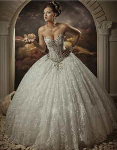 2014 Royal Dramatic Sexy Sweetheart Ball Lace Bling Crystals Beaded See Through Corset Wedding Dresses Beach Bridal Gowns