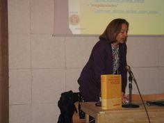 Algunas de sus autoras como Reyes Arenales es Amiga y colaboradora en algunas actividades de la Biblioteca como los clubes de lectura y participa en las conversaciones de inglés que organiza la Biblioteca y la Asociación de Amigos de las Conchas
