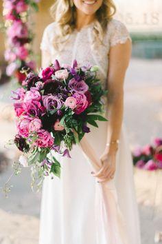 Pink + purple bouquet   Photography: Elizabeth Forgarty