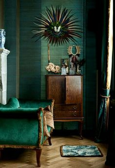 Malachite green - feathers - natural wood