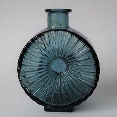 Catawiki online auction house: Helena Tynell - Riihimäen Lasi - Sun bottle / Aurinkopullo - Glass Mood Indigo, Blue Rooms, Art Activities, Simple House, Glass Design, Finland, Simple Designs, Glass Art
