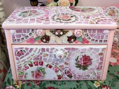 Broken China ideas | Love these broken china mosaic items. | Craft Ideas