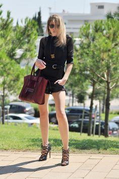 BLOGGER TNT WEARING: Zara leather shorts / Intimissimi sheer top / Ray ban clubmasters / Asos peplum top / JAKIMAC necklace