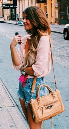 Adorable. shorts outfit. Pink blouse + shorts + purse. style. fashionista. what i'd wear